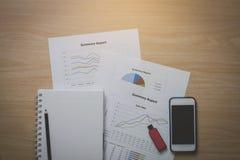 Draufsicht Schreibtische für Geschäft bestanden aus Handys, grellem Dr. Lizenzfreies Stockfoto
