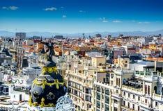 Draufsicht und schwarzer und goldener Engel in Madrid, Spanien im Mai 2014 Stockfotos