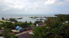 Draufsicht vom Indischen Ozean auf Bali-Insel in Indonesien stockbild