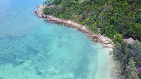 Draufsicht vom Indischen Ozean auf Bali-Insel in Indonesien stockbilder