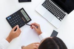 Draufsicht von accountant& x27; s-Tabelle Stockfotografie