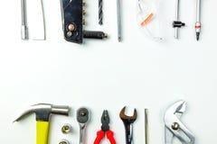 Draufsicht von Arbeitsgeräten, Schlüssel, Sockelschlüssel, Hammer, screwdrive stockfotografie