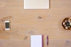 Draufsicht von Büro-Gegenständen Stockfotos