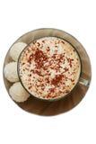 Draufsicht von Cup Capuccino- und Kokosnusssüßigkeiten Stockbild