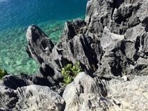 Draufsicht von den Bergen und vom Meer, sonniger Tag bei ElNido, philippinisch lizenzfreie stockfotos