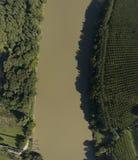 Draufsicht von Garonne-Fluss Regenwald lizenzfreie stockfotografie