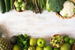 Draufsicht von grünen Obst und Gemüse von Stockfotografie