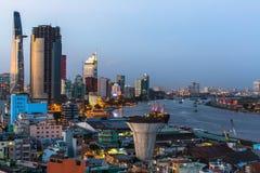 Draufsicht von Ho Chi Minh City (Saigon) in der Nacht Stockfotos