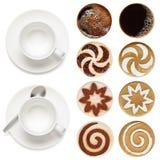 Draufsicht von Kaffeetassen und Satz Lattekunst stockbild