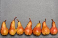 Draufsicht von reifen gelb-orangeen Birnen Lizenzfreie Stockbilder