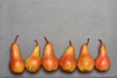 Draufsicht von reifen gelb-orangeen Birnen Lizenzfreie Stockfotos