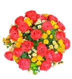 Draufsicht von roten und weißen Rosen blüht Blumenstrauß und gelbe Tulpe Stockfoto