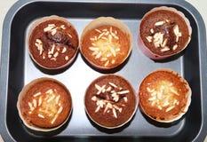 Draufsicht von selbst gemachten Bananenkleinen kuchen stockfotos