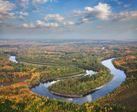 Draufsicht zum Fluss für Herbst Stockbilder