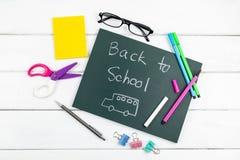 Draufsicht zurück zu der Schulbenennung auf Tafel stockbild