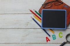 Draufsicht zurück zu Schule oder Bildungshintergrundkonzept lizenzfreie stockfotos