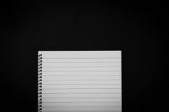 Draufsicht zur leeren gezeichneten Seite des Notizbuches Stockfoto