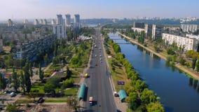 Draufsichtfliegen über Kiew stock video