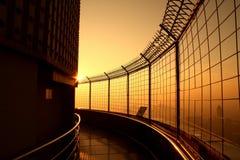 Draufsichtgebäudesonnenaufgangzeit am Baiyok-Himmelturm Stockfoto