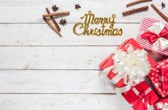 Draufsichtluftbild von Dekorationen u. Verzierungen von frohen Weihnachten stockfotografie