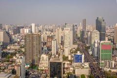 Draufsichtpanorama Bangkok-Stadt mit Wolkenkratzern Stockbild