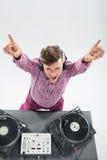 Draufsichtporträt von DJ mischend und spinnend Stockfotos