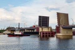 Drawbridge в действии стоковые фотографии rf