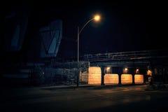 Drawbridge поезда темного переулка города Чикаго промышленный на ноче Стоковое Фото