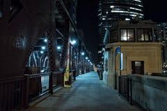 Drawbridge реки города Чикаго винтажный на ноче Стоковое Фото