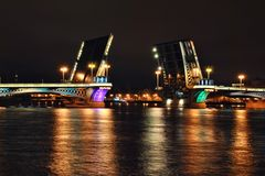 Drawbridge in der Nacht Stockfotos
