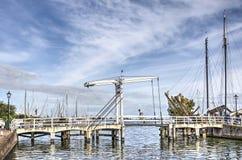 Drawbridge i marina w Monnickendam zdjęcia stock