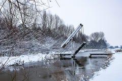 Drawbridge w śniegu i lodu krajobrazie zdjęcia stock