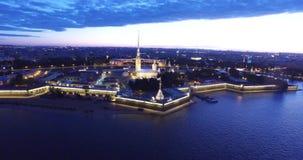 Drawbridge w St Petersburg, rzeczny Neva, biali hights zbiory wideo
