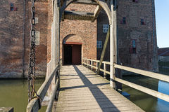 Drawbrigde en el fortalecimiento de Loevestijn en los Países Bajos foto de archivo libre de regalías