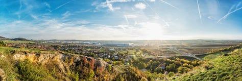 Drazovce村庄和工业园Nitra -北部在日落,澳大利亚 库存图片