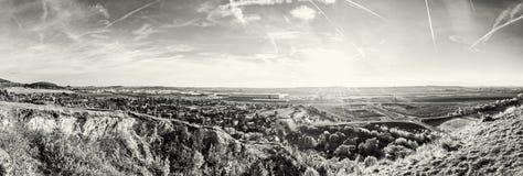 Drazovce村庄和工业园Nitra -北部在日落, co 库存图片