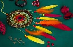Dreamcatcher вниз Он имеет красное, апельсин, желтый стоковое изображение