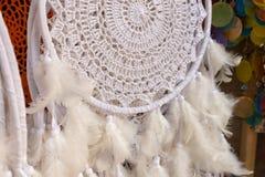 Dreamcatcher с пер, белый племенной символ Стоковая Фотография RF