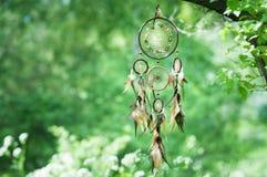 Dreamcatcher, духовный фольклорный американский родной индийский талисман shaman стоковое изображение