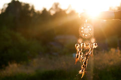 Dreamcatcher, Amerikaanse inheemse amulet op zonsondergang shaman royalty-vrije stock foto's