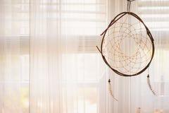 Dreamcatcher i morgonfönster Royaltyfria Bilder