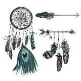 Dreamcatcher med den etniska pilen och fjädrar Royaltyfri Illustrationer