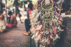 Dreamcatcher na loja da rua na ilha de Bali, Ubud foto de stock