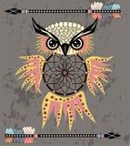 Dreamcatcher tirado m?o com coruja, penas e todos os olhos de vista Talism? indiana no estilo do boho S?mbolo ?tnico americano ilustração stock