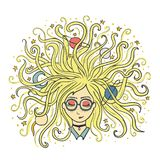 dreamer Os sonhos da menina com olhos fechados O cabelo louro do planeta e da estrela Processo ou meditação criativa Fotos de Stock Royalty Free