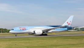 Dreamliner för ` för TUI boeing 787-8 `-herr som Patmore startar precis att ta av på den Manchester flygplatsen Royaltyfri Bild
