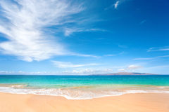 Dreamy beach. Beautiful tropical background beach with nice blue water Royalty Free Stock Photos