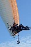 Drehen Sie Gleitschirmfliegen durch Lizenzfreies Stockfoto