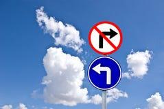 Drehen Sie sich nach links und drehen Sie nicht rechtes Zeichen Stockfotos