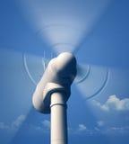 Drehende Nahaufnahme der Windkraftanlage Lizenzfreie Stockfotos